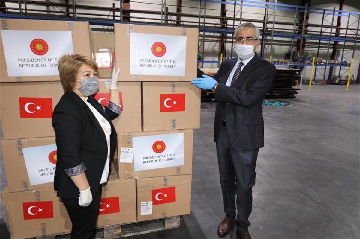 Türkiye'nin Kovid-19'la mücadele için gönderdiği tıbbi yardımı Kazakistan'a ulaştı