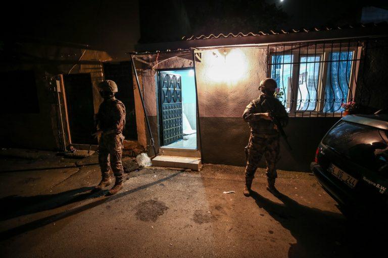 """Bursa'da """"Şehit Erman Özcan"""" uyuşturucu operasyonunda 50 kişi gözaltına alındı"""