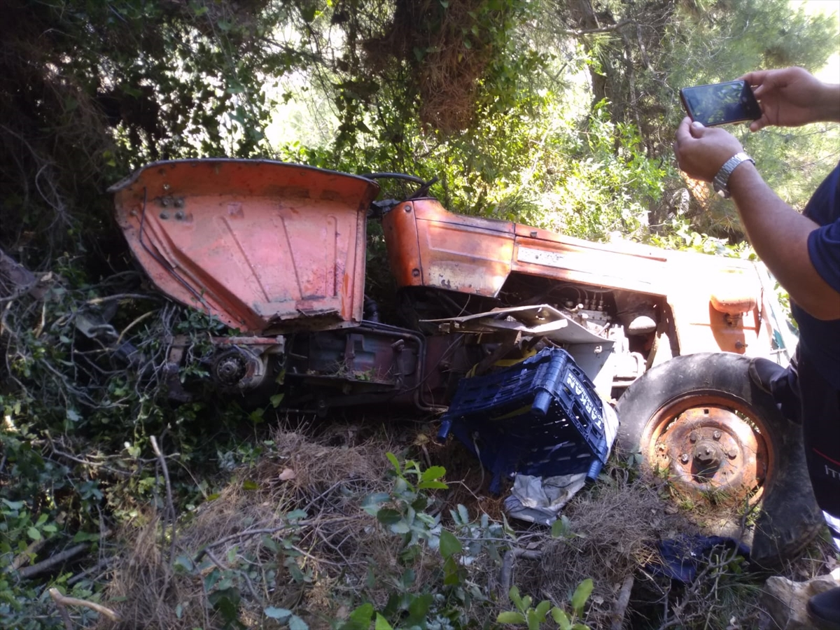 Hatay'da traktör uçuruma yuvarlandı: 5 yaralı