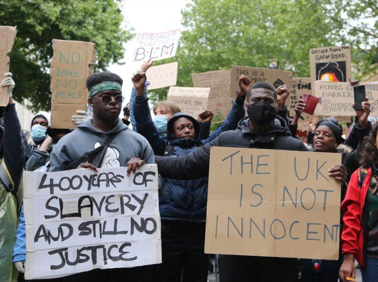 İngiltere'de ırkçılık karşıtı gösteri