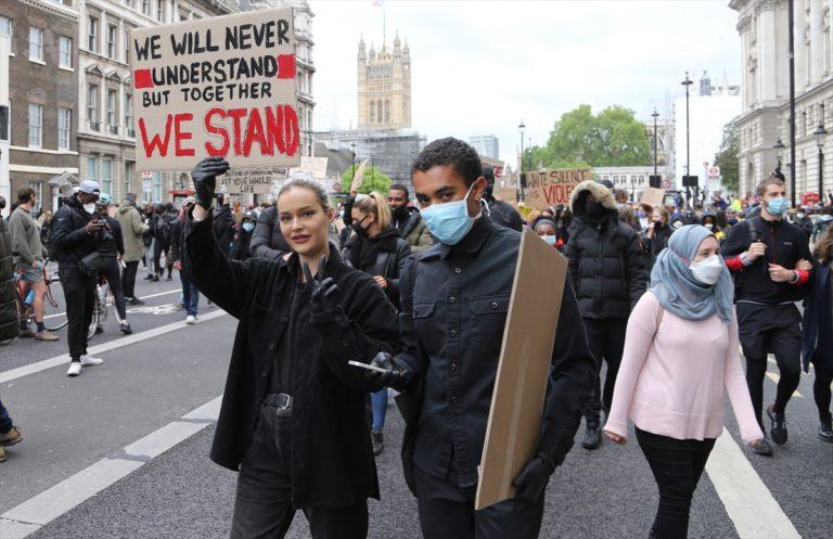 Londra'daki ırkçılık karşıtı gösteride arbede yaşandı
