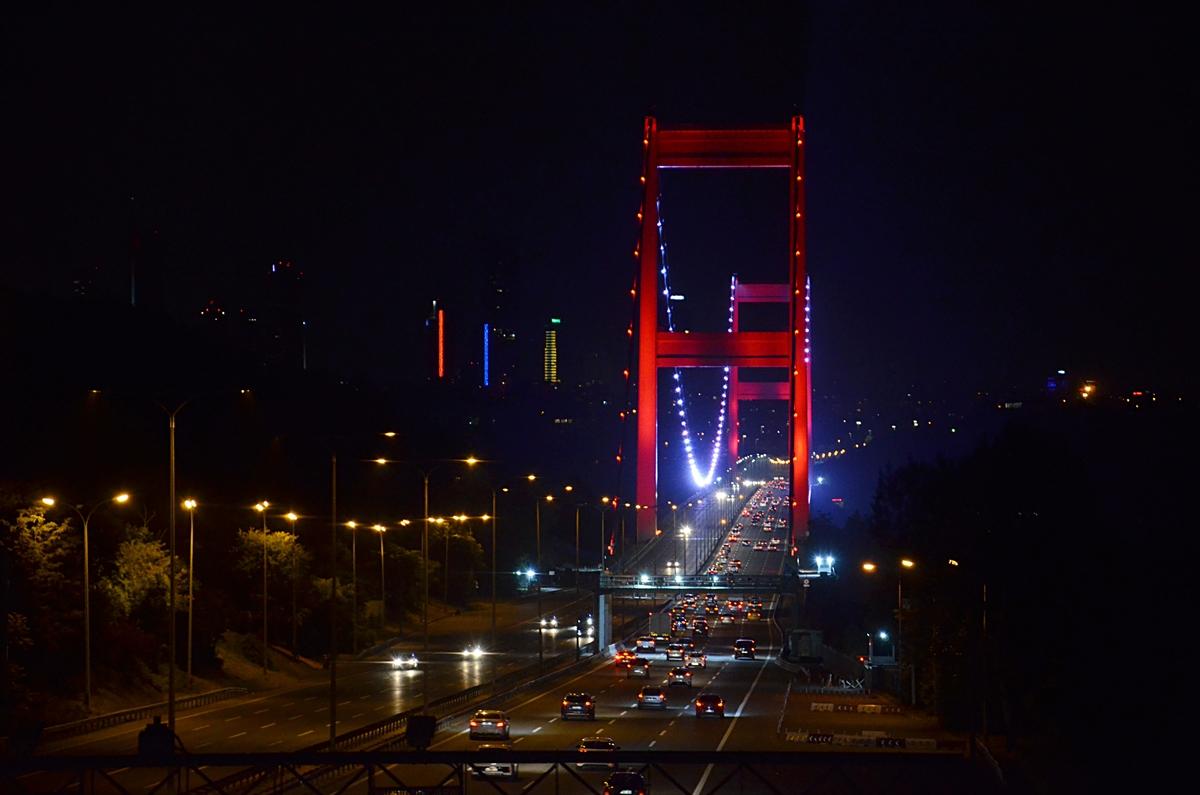 İstanbul'da kısıtlamanın kalkmasıyla ana arterlerde araç yoğunluğu yaşanıyor