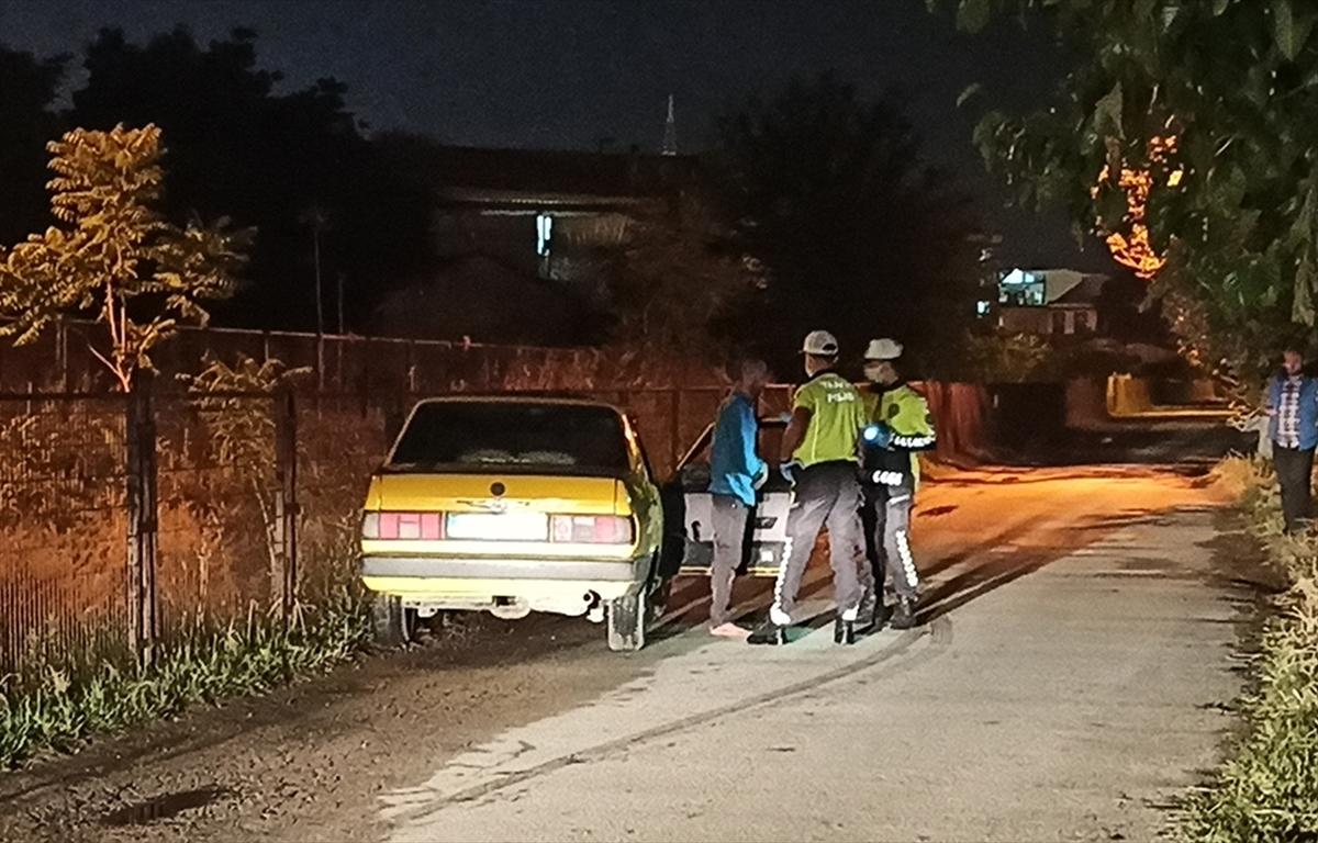 Manisa'da kaza yapan alkollü sürücü polise zor anlar yaşattı