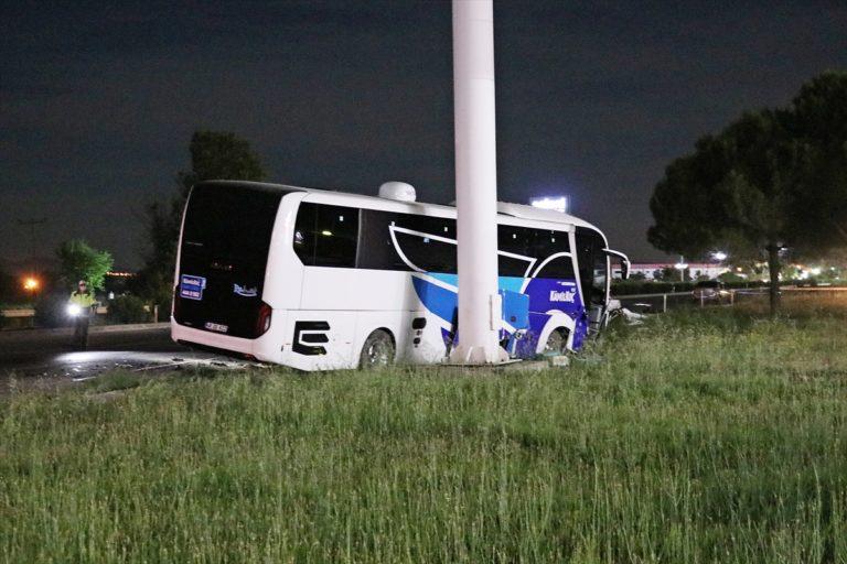 GÜNCELLEME – Manisa'da otobüs ile otomobil çarpıştı: 2 ölü, 2 yaralı