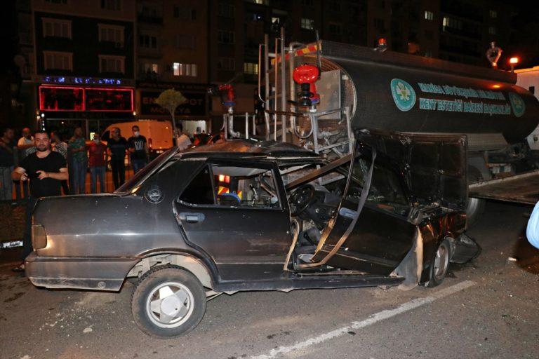 GÜNCELLEME – Manisa'da tankere çarpan otomobilin sürücüsü öldü