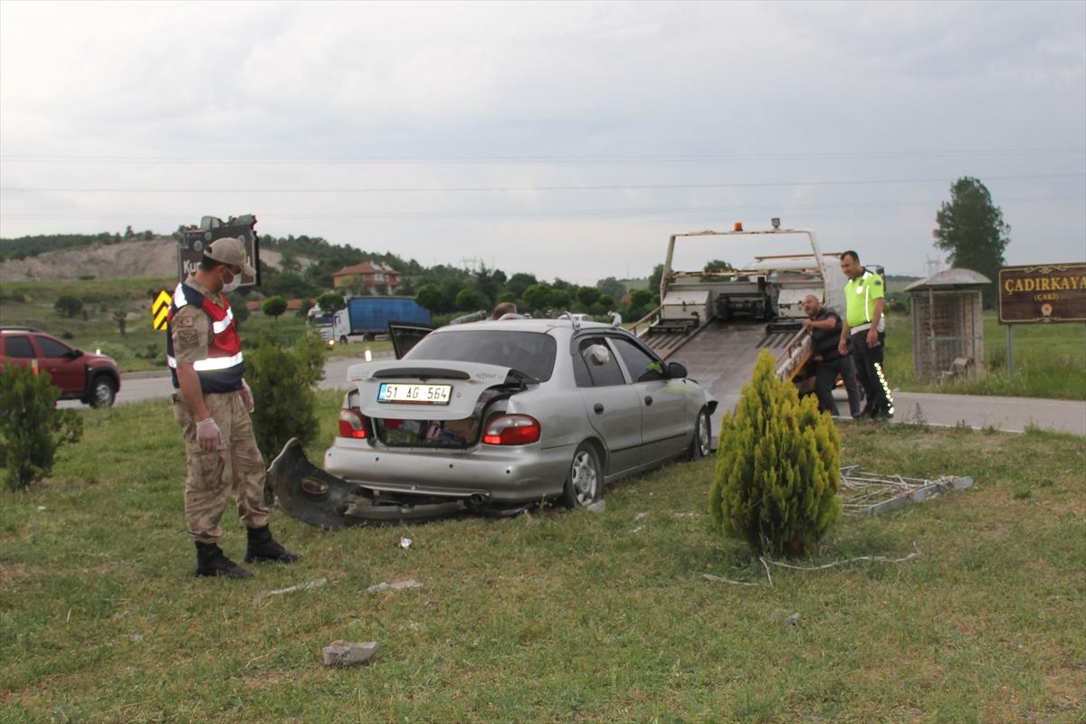 Samsun'da otomobil refüje çarptı: 4 yaralı