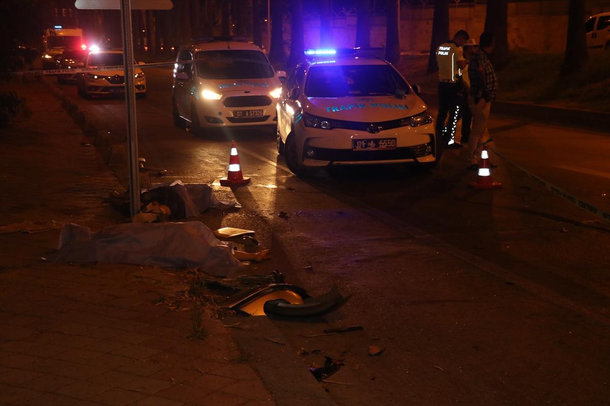 Adana'da devrilen otomobildeki 2 kişi öldü 3 kişi yaralandı -