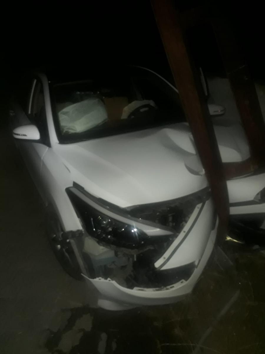 Adana'da otomobil elektrik direğine çarptı: 6 yaralı