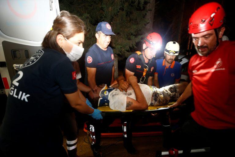 Antalya'da 3 kişi mağarada mahsur kaldı