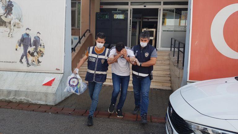 Araçların camını kırarak hırsızlık yaptıkları iddiasıyla yakalanan 2 zanlı tutuklandı