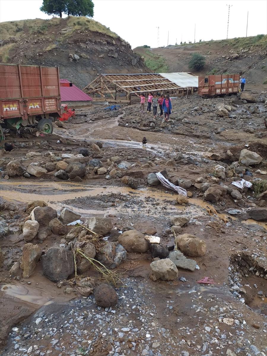 İçişleri Bakanı Soylu, Rize'deki sel bölgesinde incelemede bulundu: