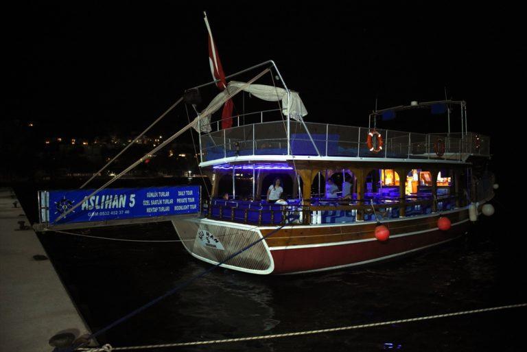 """Bodrum'da tatilciler """"arabada ve teknede sinema"""" keyfi yaşadı"""