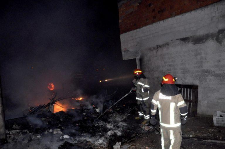 Bursa'da çıkan yangında 1 baraka, 2 ev ve 1 iş yeri yandı