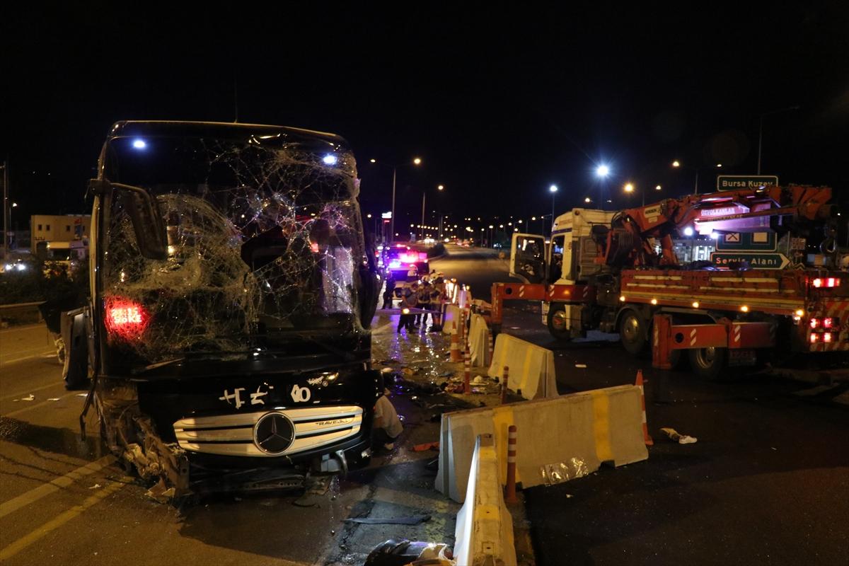 GÜNCELLEME – Bursa'da otoyolda yolcu otobüsü devrildi: 1 ölü, 16 yaralı