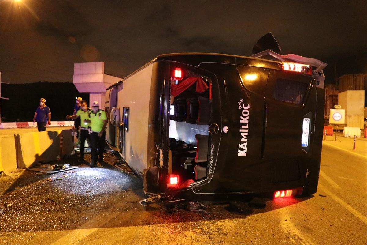 Bursa'da otoyolda yolcu otobüsü devrildi: 1 ölü
