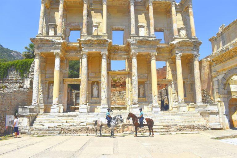 Efes Antik Kenti'nin güvenliği atlı jandarmaya emanet