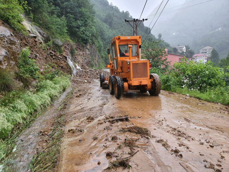 Giresun'da şiddetli yağış heyelanlara neden oldu