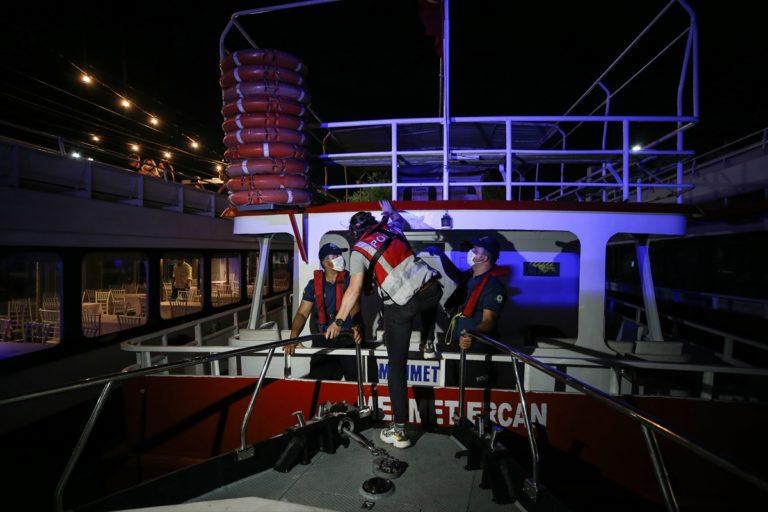 İstanbul'da deniz polisi Kovid-19 önlemleri denetimi yaptı