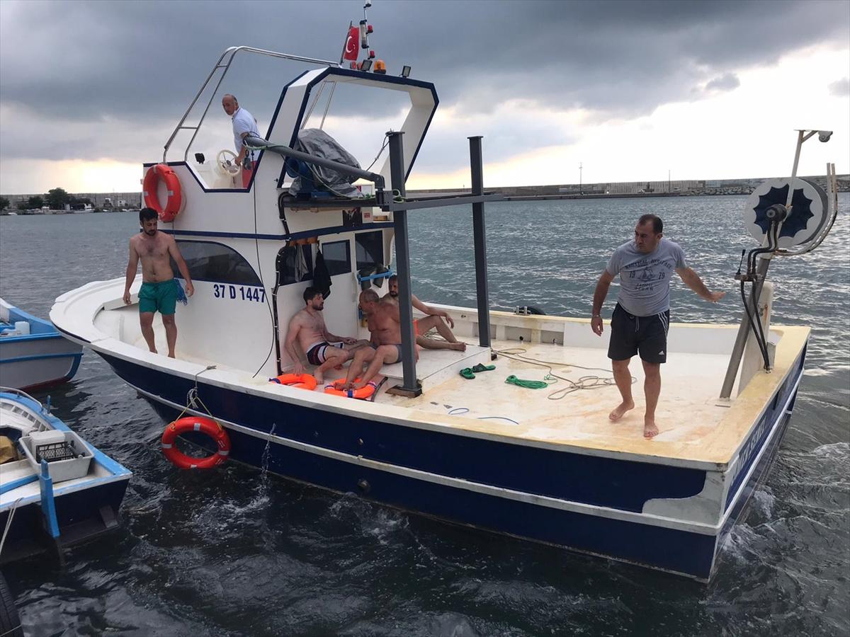Kastamonu'da denizde çeken akıntıya kapılan iki arkadaş kurtarıldı
