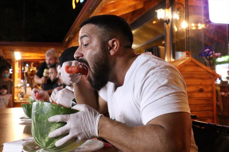 Kırklareli'nde çay kaşığıyla karpuz yeme yarışması yapıldı