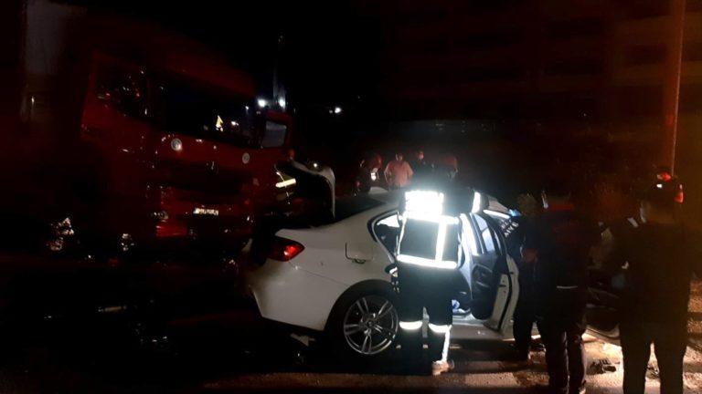 Kocaeli'de tır ile otomobil çarpıştı: 2 ölü, 1 yaralı