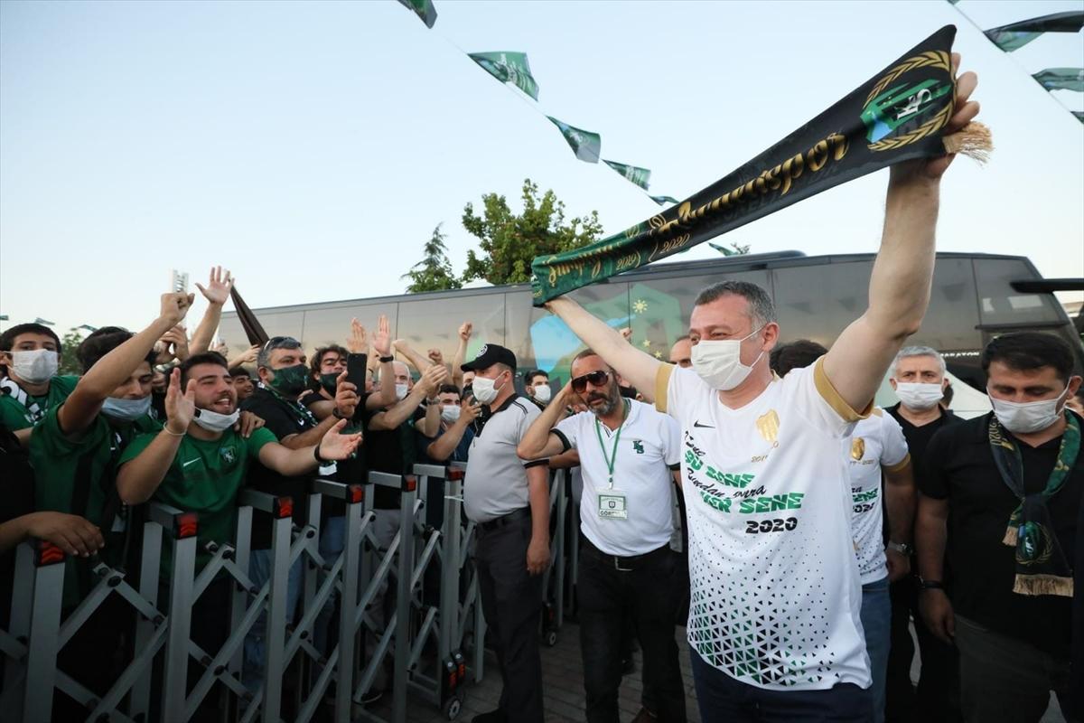 Kocaelispor'un şampiyonluğu kentte büyük bir coşkuyla kutlanıyor