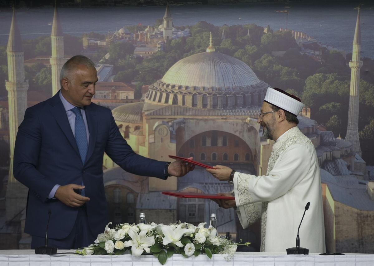 """Kültür ve Turizm Bakanlığı ile Diyanet İşleri Başkanlığı arasında """"Ayasofya"""" protokolü imzalandı"""