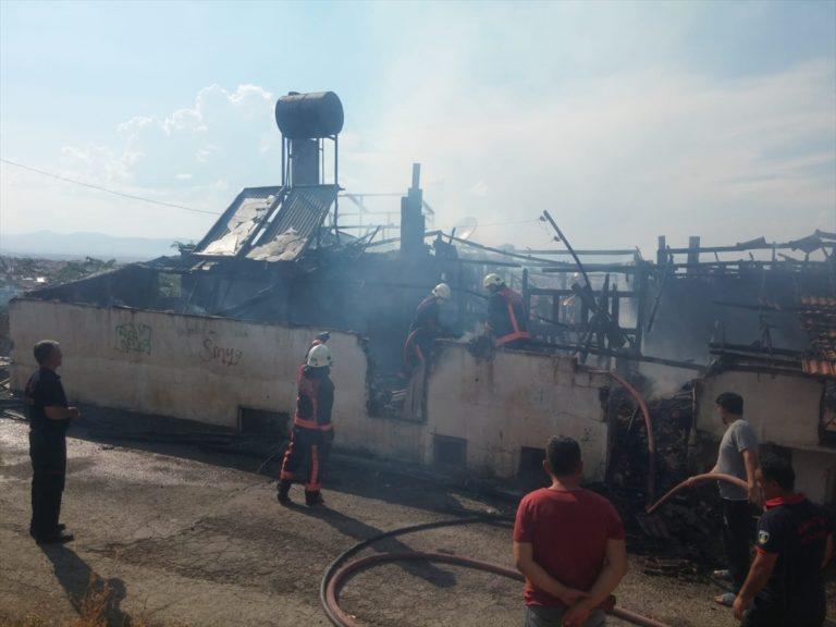 Malatya'da çatı yangınından bir köpek yaralı kurtarıldı