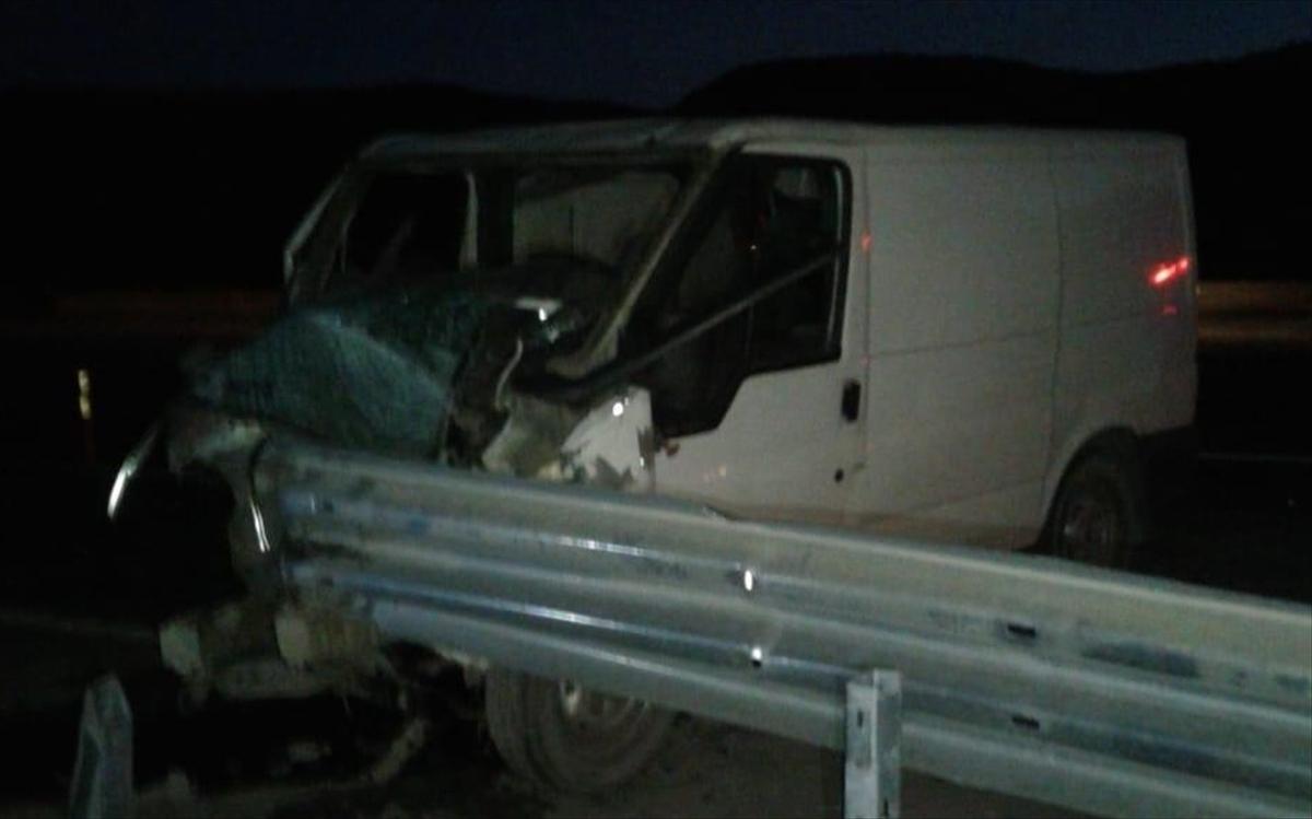 Malatya'da otomobil bariyerlere çarptı: 1 ölü, 1 yaralı