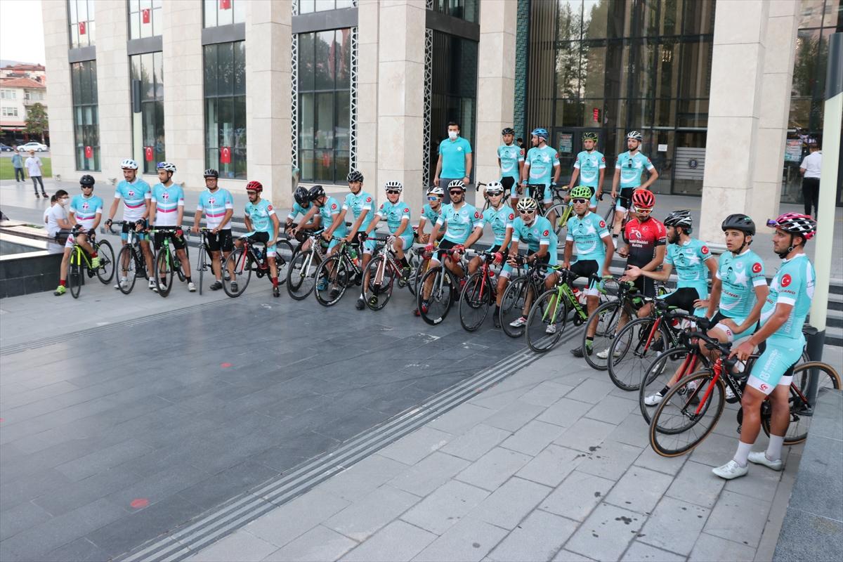 Ömer Halisdemir 4. Ulusal Bisiklet Turu'na katılanlar Kütahya'ya ulaştı