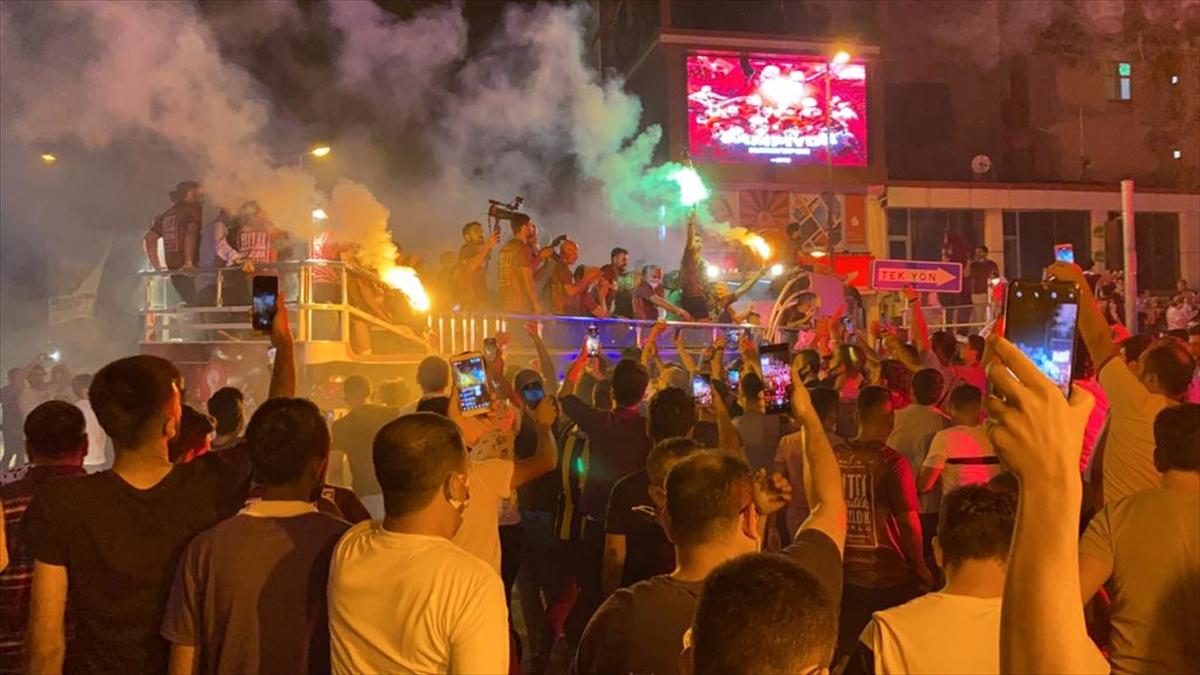 Şampiyon Hatayspor kente giriş yaptı
