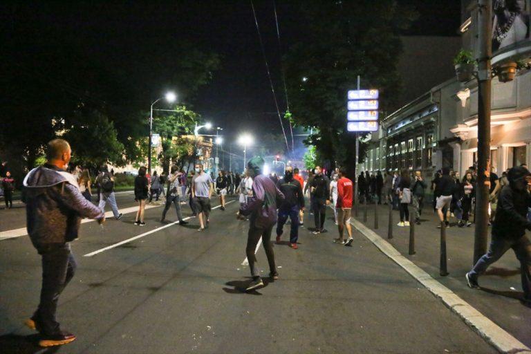 GÜNCELLEME – Sırbistan'da hükümetin yeni Kovid-19 tedbirleri protesto edildi
