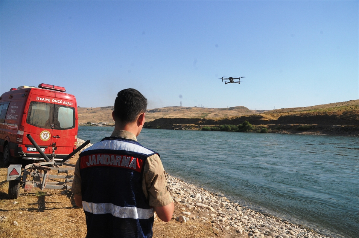 Şırnak'ta Dicle Nehri'ne giren kişi kayboldu