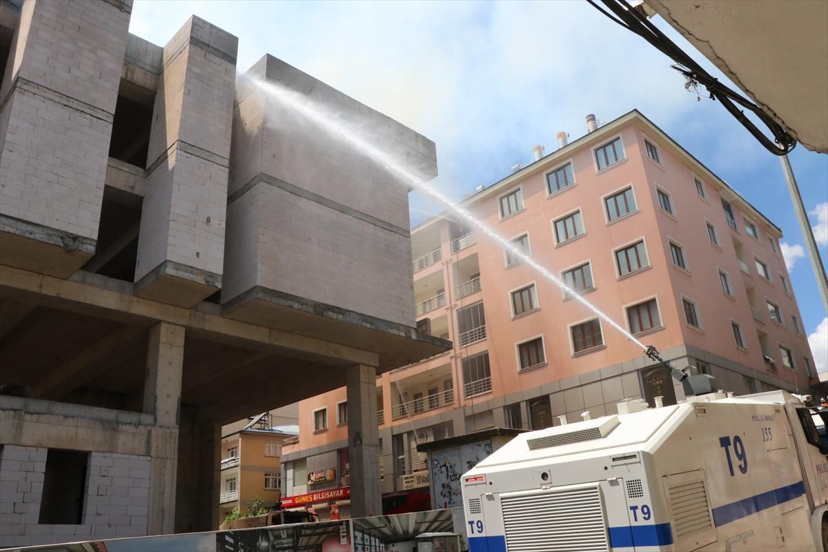 Tunceli'de inşaat halindeki binada çıkan yangında mahsur kalan 2 işçi son anda kurtarıldı