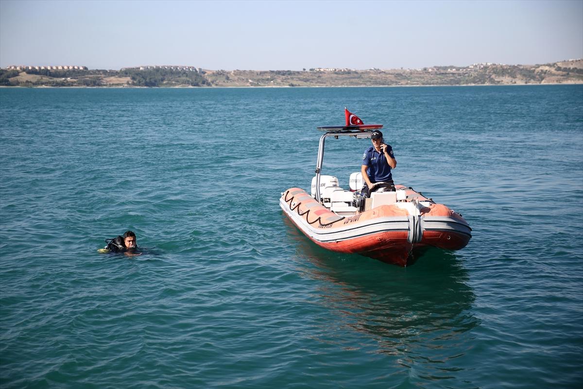 Adana'da baraj gölüne düşenleri kurtarmak isteyen genç boğulma tehlikesi geçirdi