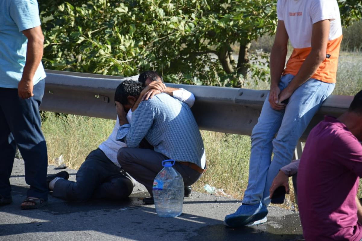 Adana'da otomobil ile kamyonetin çarpışması sonucu 4 kişi öldü