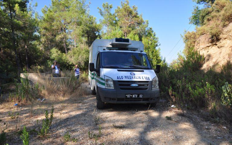 Antalya'da 8 yaşındaki kardeşini bıçakla öldüren genç polise teslim oldu