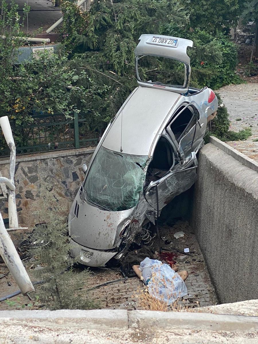 Kurban eti dağıtmak için ödünç aldığı araçla kaza yapan sürücü öldü