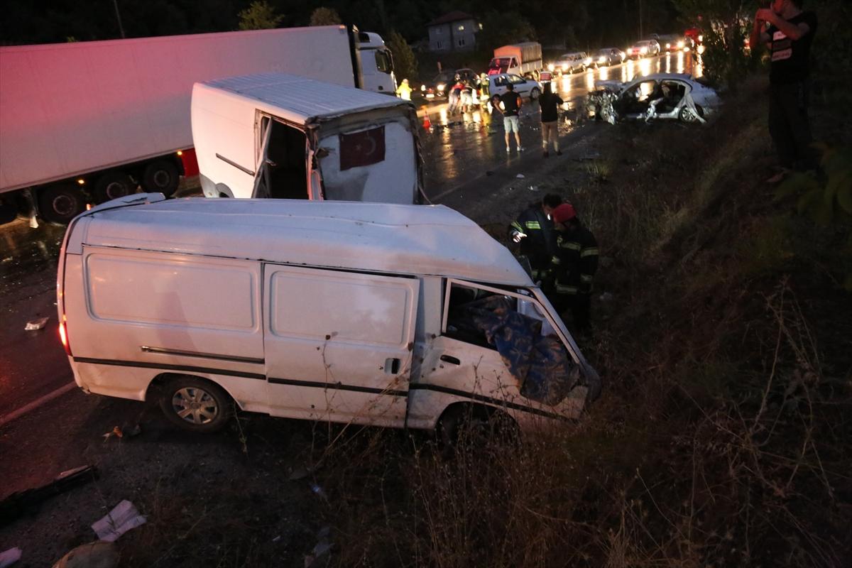 Denizli'de zincirleme trafik kazasında 2 kişi öldü -