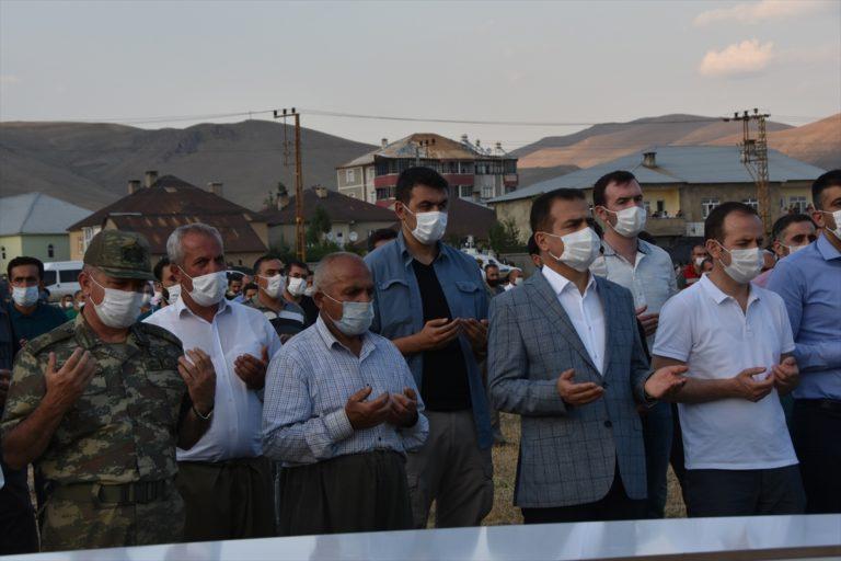 Hakkari'deki trafik kazasında yaşamını yitiren 2 kişinin cenazesi defnedildi