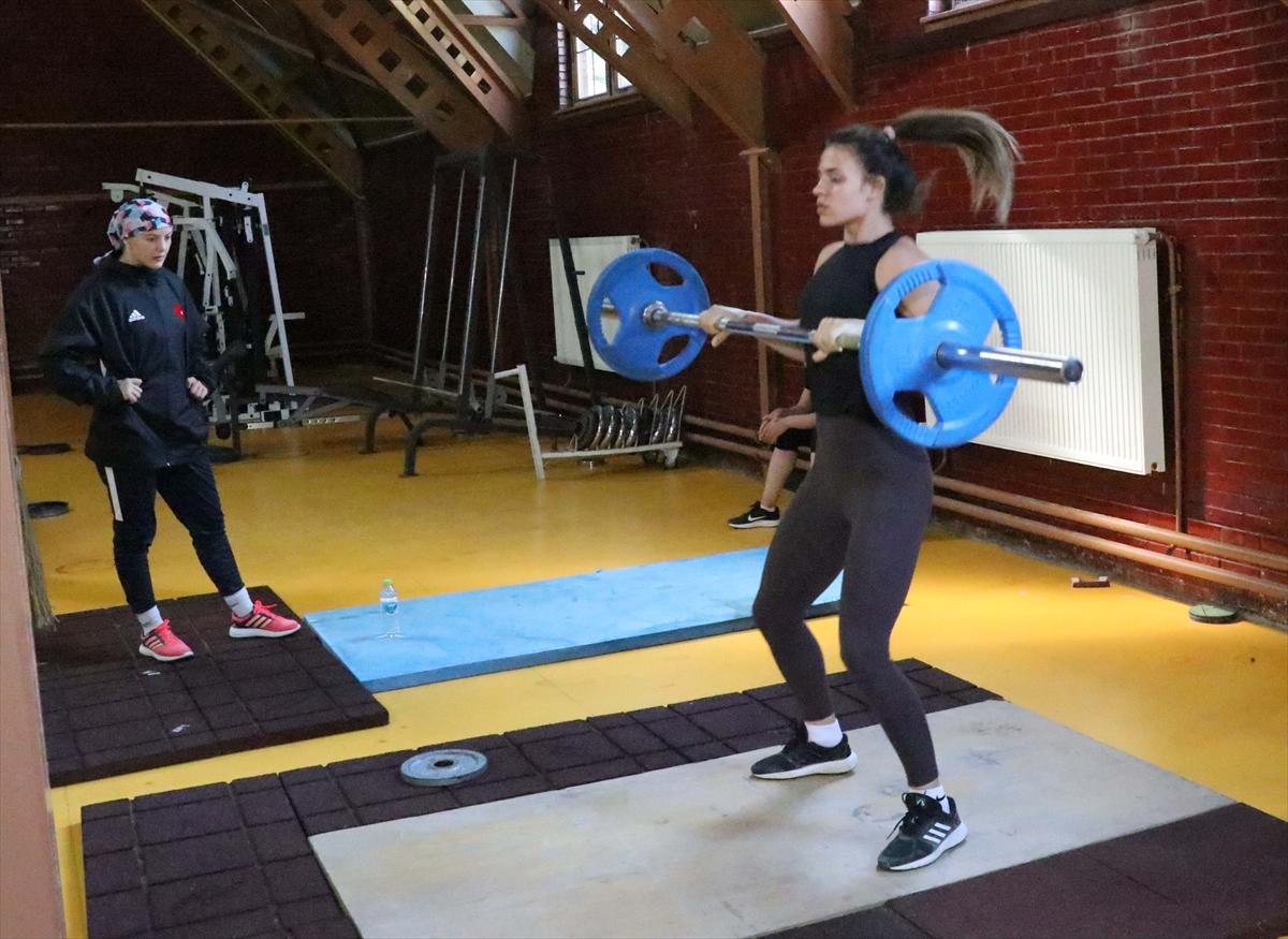 Kadın Güreş Milli Takımı'nın Bolu kampı başladı