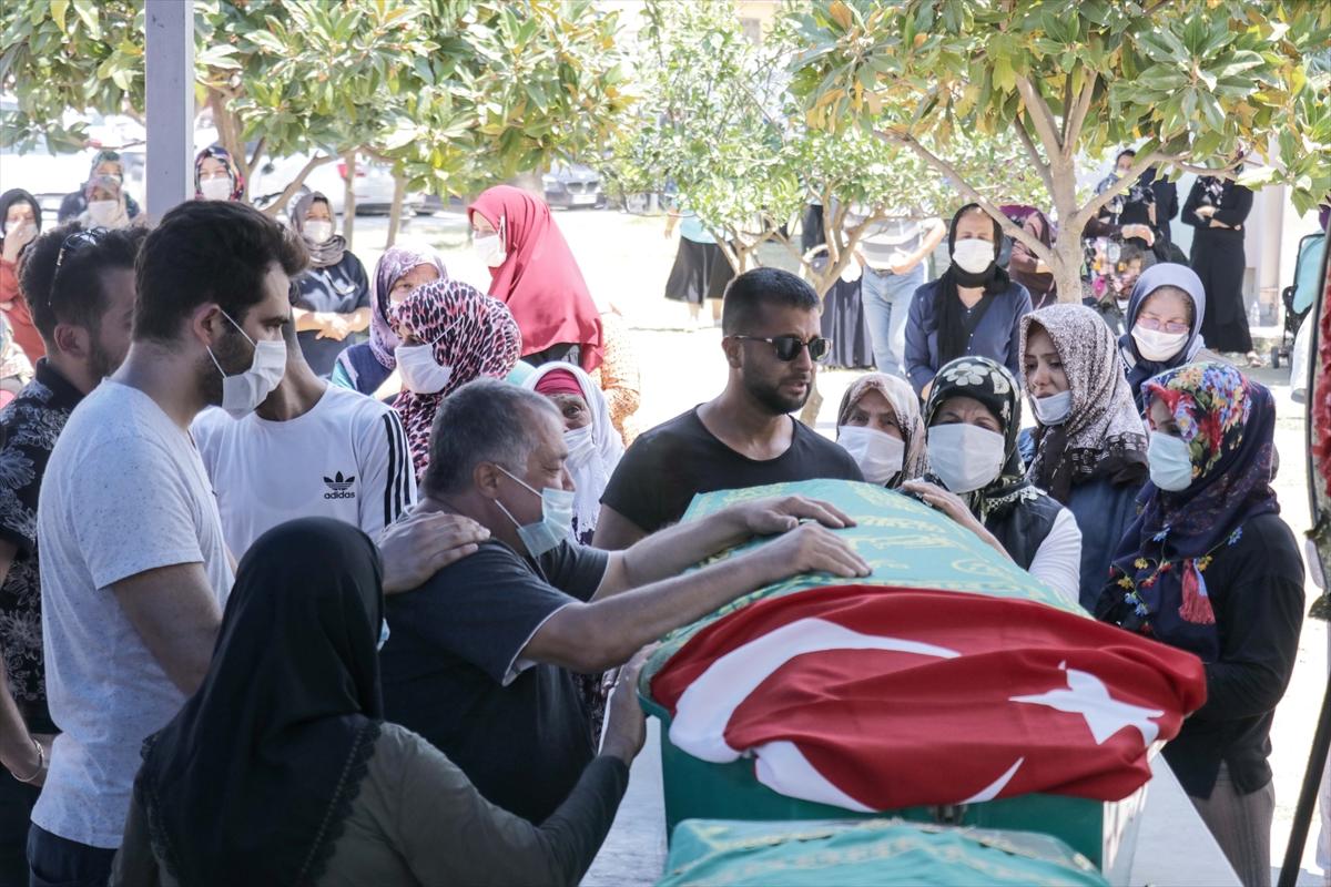 Kazada hayatını kaybeden 5 kişilik gurbetçi aile Hatay'da defnedildi