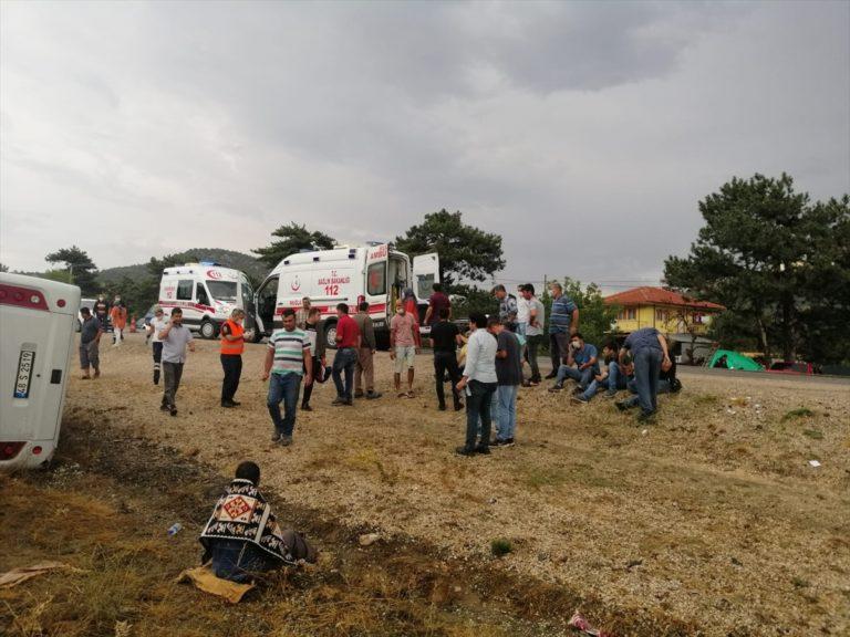 GÜNCELLEME – Muğla'da işçileri taşıyan midibüs şarampole devrildi: 2 ölü, 15 yaralı