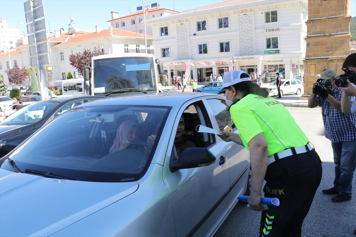 Yozgat'ta kadın trafik polislerinden Kovid-19 uyarısı