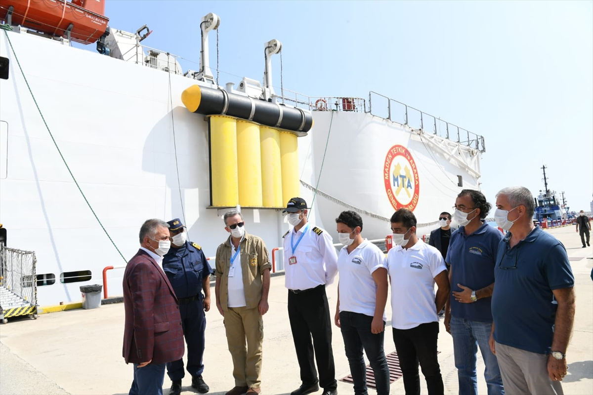 Antalya Valisi Ersin Yazıcı, Oruç Reis gemisini ziyaret etti