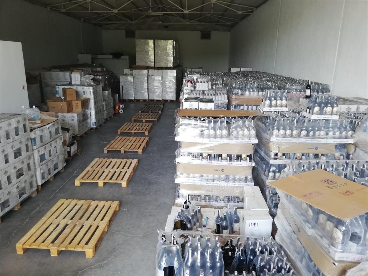 Antalya'da 9 bin 51 şişe sahte içki ele geçirildi