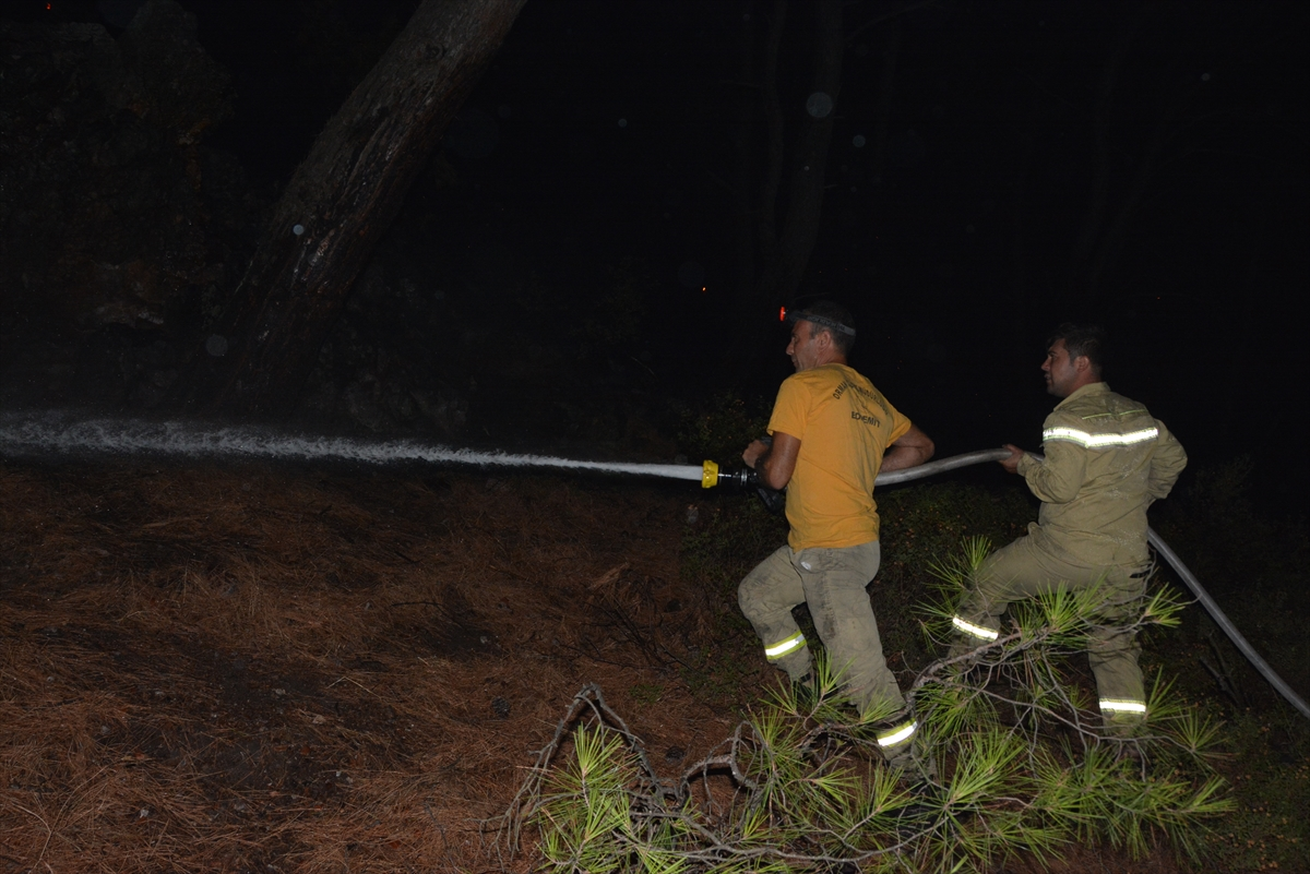 GÜNCELLEME – Balıkesir'deki orman yangınına müdahale sürüyor