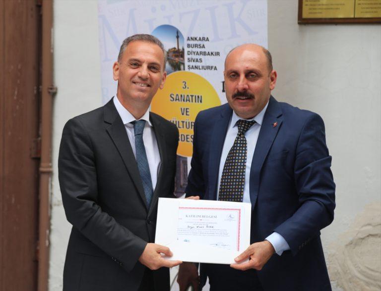 """Bursa'da """"3. Sanatın ve Kültürün Kardeşliği Müze, Şiir, Müzik Projesi"""" etkinliği"""