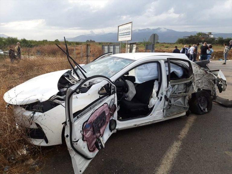 Bursa'da otomobil ile iş makinesi çarpıştı: 1'i ağır 2 yaralı