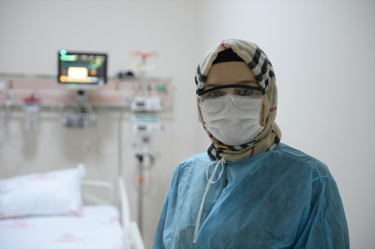 """DOKTORLAR KOVİD-19'LA SAVAŞI ANLATIYOR – """"Sağlık çalışanlarının sırılsıklam olduklarını insanlarımız görse daha duyarlı olurlar"""""""